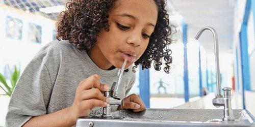 Empresas, escolas, parques devem oferecer mais segurança às pessoas através de água limpa, tratada e de qualidade.